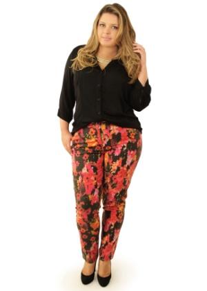 A modelo e jornalista Sylvia Barreto veste manequim 48 e topou o desafio do UOL de descobrir quais grandes marcas estavam preparadas para receber o público plus size