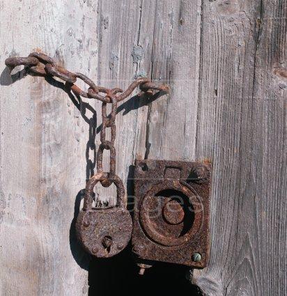 & Padlocked Door Pezcame.Com