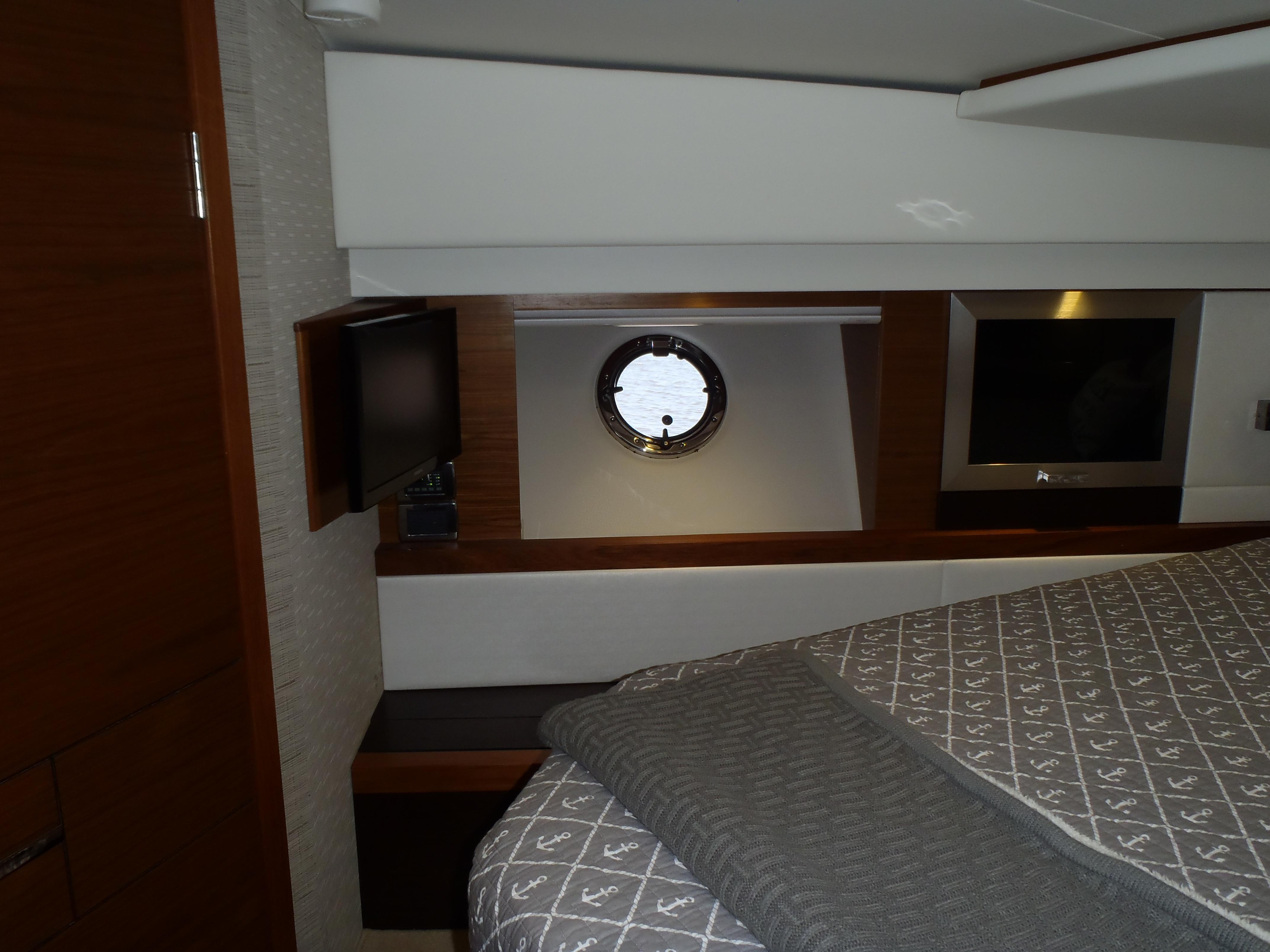 Tiltaway Beds 2015 Tiara 44 Coupe Yacht For Sale Water Gate Si Yachts