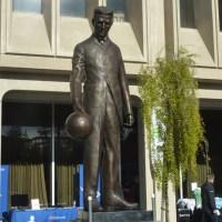 Silikon vadisinde Nikola Tesla'nın heykeli vardır. Ve heykel içerisindeki sistemle bedava Wifi hizmeti sunmaktadır.