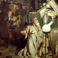 Kimyager Hennig Brand idrardan altın elde edebileceğine inanmaktaydı. 6000 litre insan idrarını biriktirip kaynatınca altın bulamadı belki ancak Fosfor'u keşfetti.