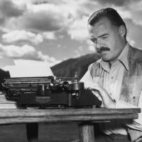 Ernest Hemingway şarbon, sıtma, pnömoni, dizanteri, deri kanseri, hepatit, anemi, diyabet, yüksek tansiyon, iki düzlem çökmesi, yırtılmış böbrek, delinmiş bir dalak, yırtılmış karaciğer, ezilmiş bir vertebra ve kırılmış bir kafatasi ile yaşamıştır