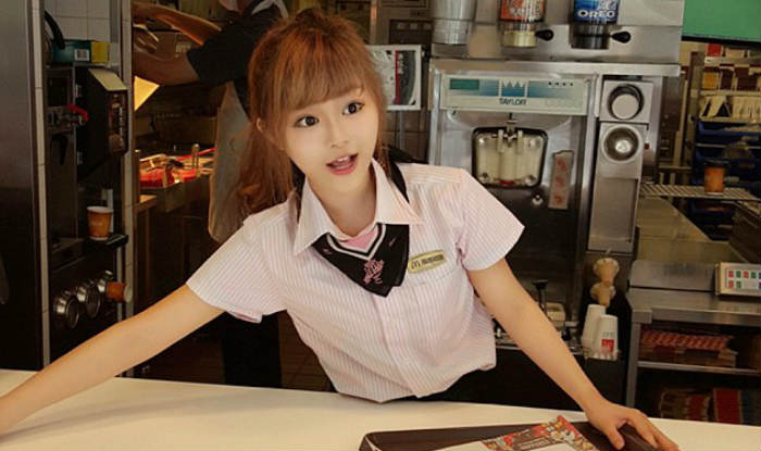 Travel Blogger English Mcdonald 39;s Got World 39;s Most Beautiful Waitress Watch