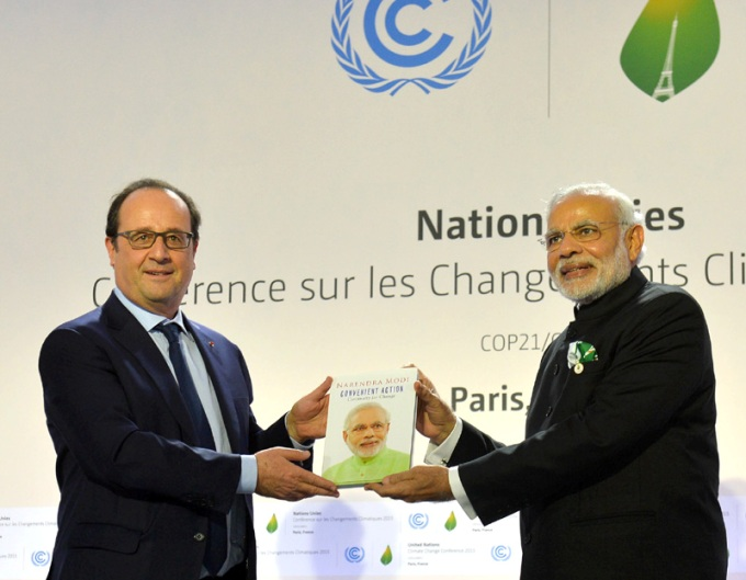 The Prime Minister, Shri Narendra Modi and the President of France, Mr. Francois Hollande at launch of the International Solar Alliance, during the COP21 Summit, in Paris, France on November 30, 2015.