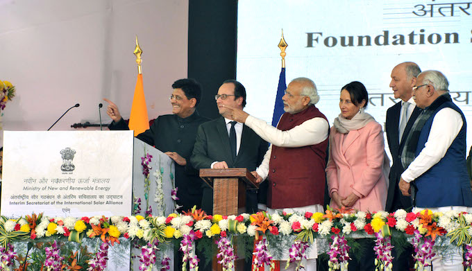 Prime Minister Narendra Modi and French President François Hollande at the inauguration of the International Solar Alliance secretariat in Gurgaon on the outskirts of Delhi. (Photo by Government of India)