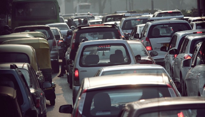 Rush hour traffic jam in an Indian city. (Photo by Carlo Venson)