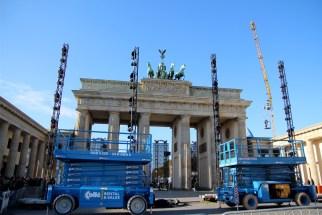 Berlin - Porte de Brandebourg en préparation pour les commémorations des 25 ans de la chute du mur