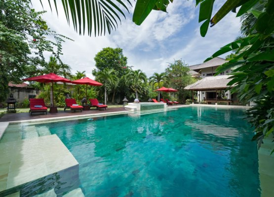 villa-kalimaya-view-over-the-pool