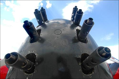 Delapan laras SMB 12,7mm pada bagian hidung, ditambah masing-masing 2 SMB pada sisi sayap, menjadikan B-26B cukup ganas untuk misi anti gerilya.