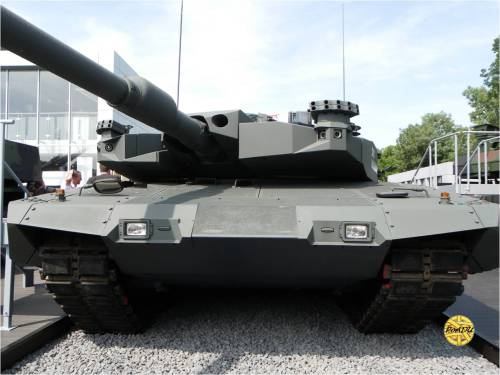 Leopard 2A4 Revolution dengan meriam L/44 kaliber 120 mm.