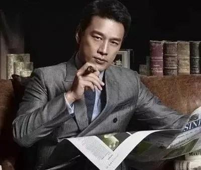 他被稱作 「全中國最適合演有錢人的男人」,一半的收入買了雪茄