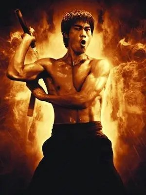 他酷似李小龍,一身肌肉也是深藏不露!