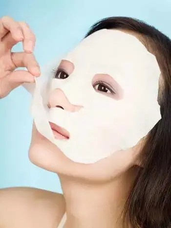 敷完面膜到底該不該洗臉呢?