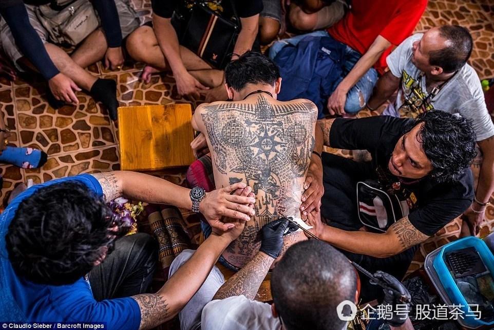 泰國數千信佛民眾,參加三月紋身鑒賞節日慶祝活動!