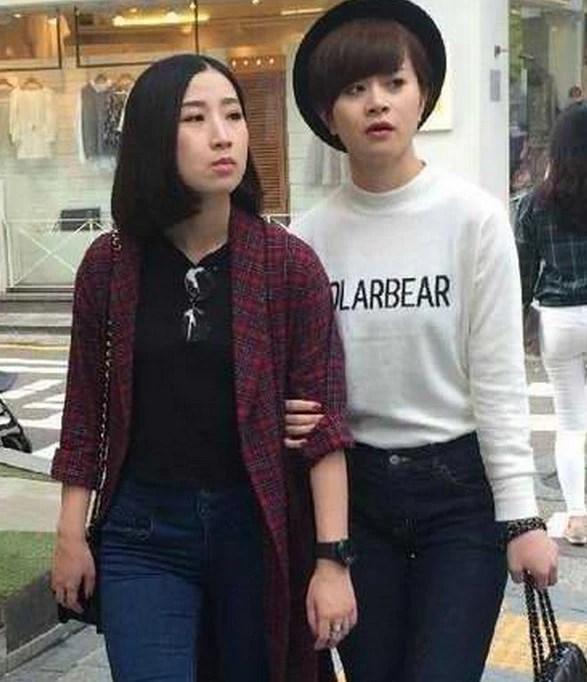 街頭實拍,韓國女人居然全都化妝,這也無法掩蓋她們的本來面貌