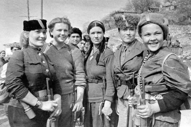 戰地黃花:「圖揭」二戰中蘇軍最美的年輕女兵