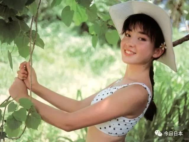 17歲被母親騙去拍裸照、陪睡,20歲結婚再離婚,29歲獲封日本影后,她的人生才叫開掛!