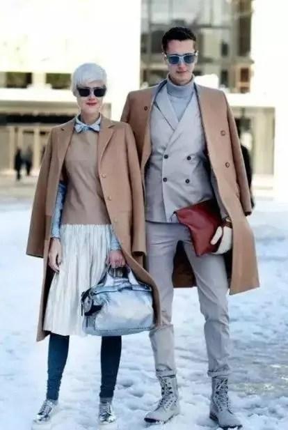 情侶裝就是那種兩個人穿一樣的款式,一樣的顏色的衣服?不是的!