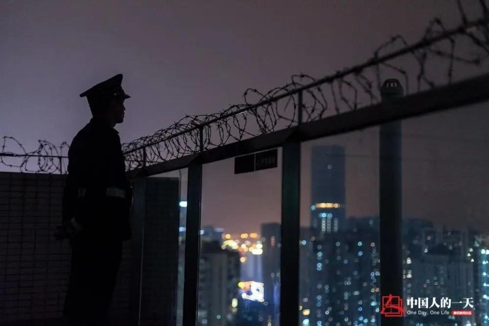 中国人的一天:深圳保安大哥:为省路费14年没在家过年