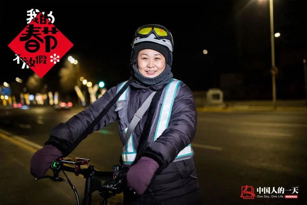 中国人的一天:我的春节不放假:冰城女司机深夜代驾 月入破万要给妈买件貂