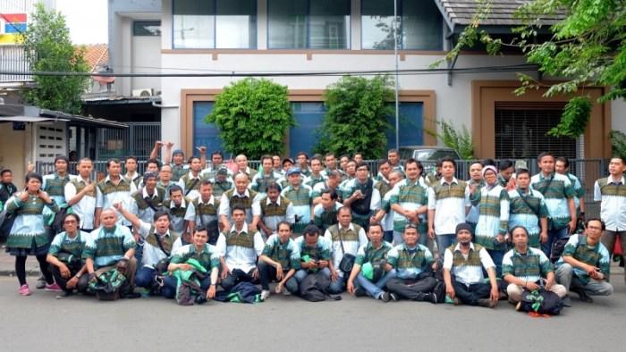 Rayakan Hari Batik, Grab Bagikan 300 Pasang Batik