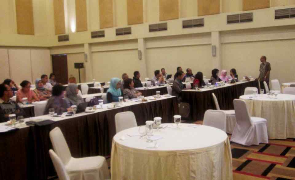 Download Brosur Private Workshop Menulis Berita Di Surabaya 2017