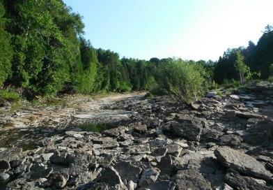 Niveau d'eau anormalement bas dans la rivière Jacques-Cartier