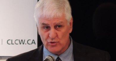 Alain Côté parle hockey et affaires