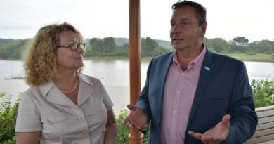 Services aux aînés : Marguerite Blais visite Portneuf avec Vincent Caron