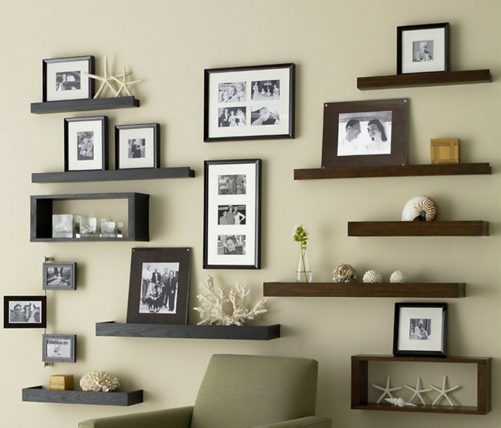 Nice photo arrangement for narrow wall From Our Southern Table - decoracion de paredes