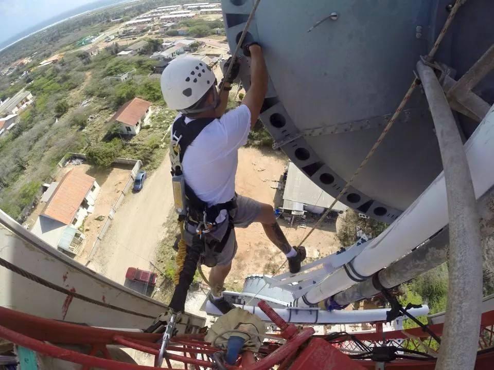 52 Nerve Wracking Tower Climbers Photos During Work