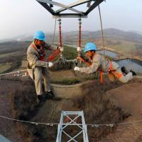 48 Spine Chilling Linemen Photos During Work