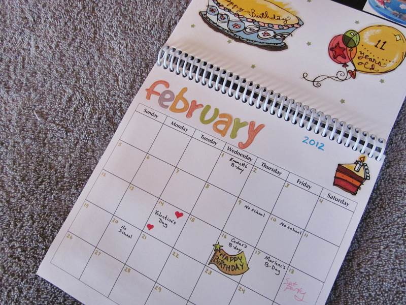 GREEN HOLIDAY GIFT How to Make a Personalized Recycled Calendar