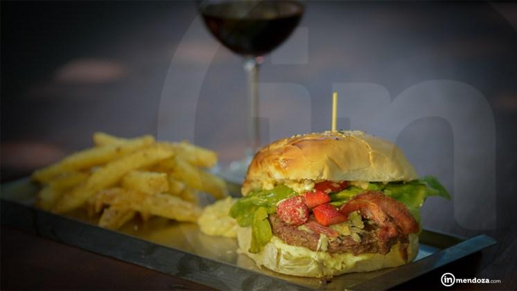La hamburguesa de este mes está pensada para el verano.