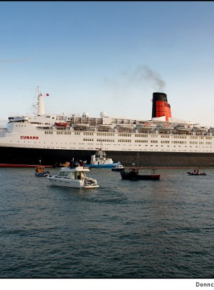 qe2-leaving-cork