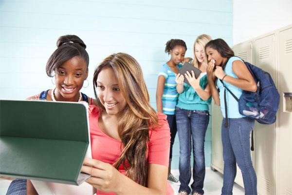 teens-ipad-cyberbully