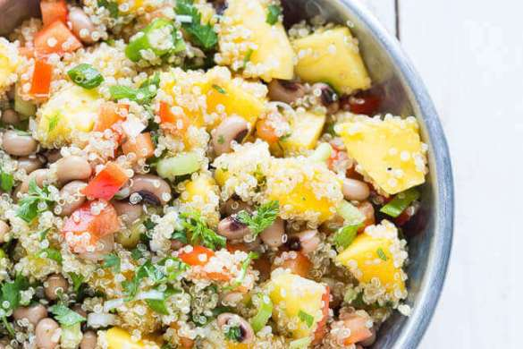 Quinoa salad with mango | insimoneskitchen.com