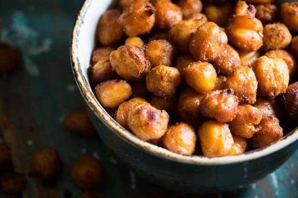 Spicy roasted chickpeas | insimoneskitchen.com