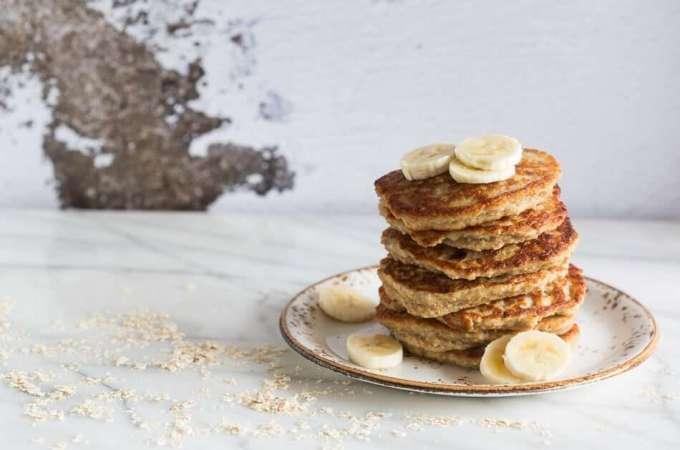 Healthy oatmeal coconut and banana pancakes | insimoneskitchen.com
