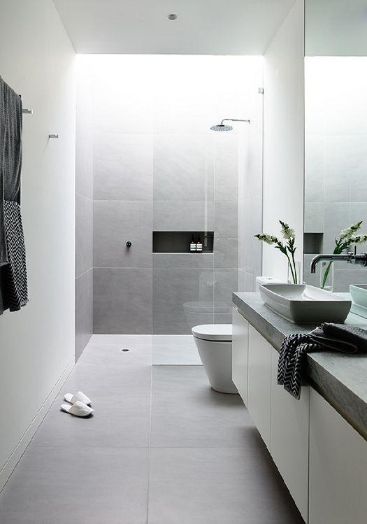 Baño Pequeno Alargado:Grey and White Modern Bathroom Tile Ideas