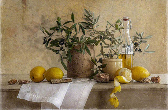 Stilleven met olijven en citroenen