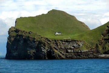 tiny-house-fairytale-nature-landscape-photography-43__880