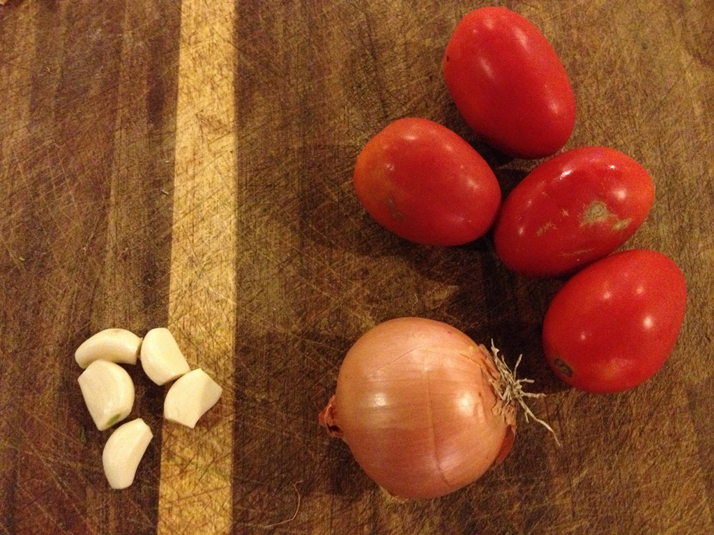 Tomatoes, onion and garlic