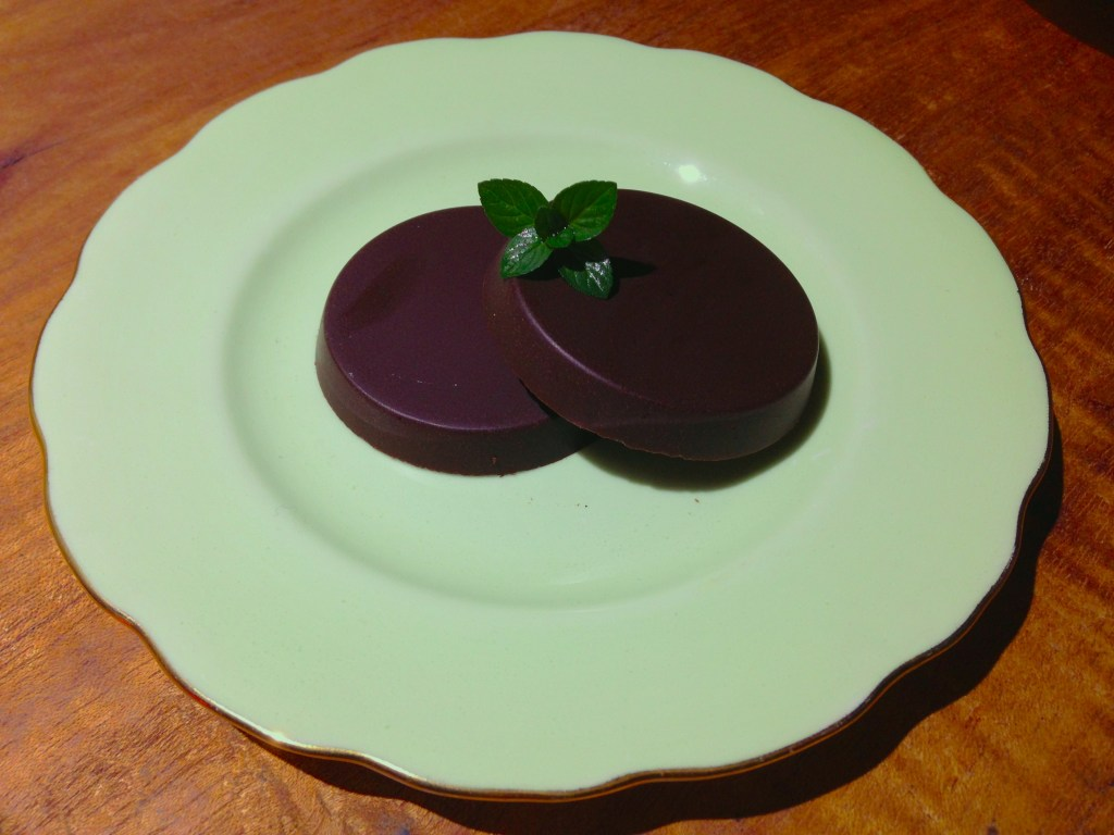 Sugar-free and paleo-Chocolate After Dinner Mints