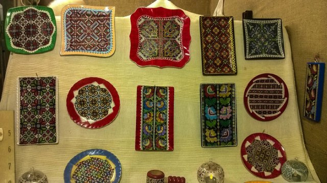 Pottery with Romanian traditional motifs