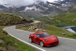 Alfa-Romeo-4C_Carscoops6[2]