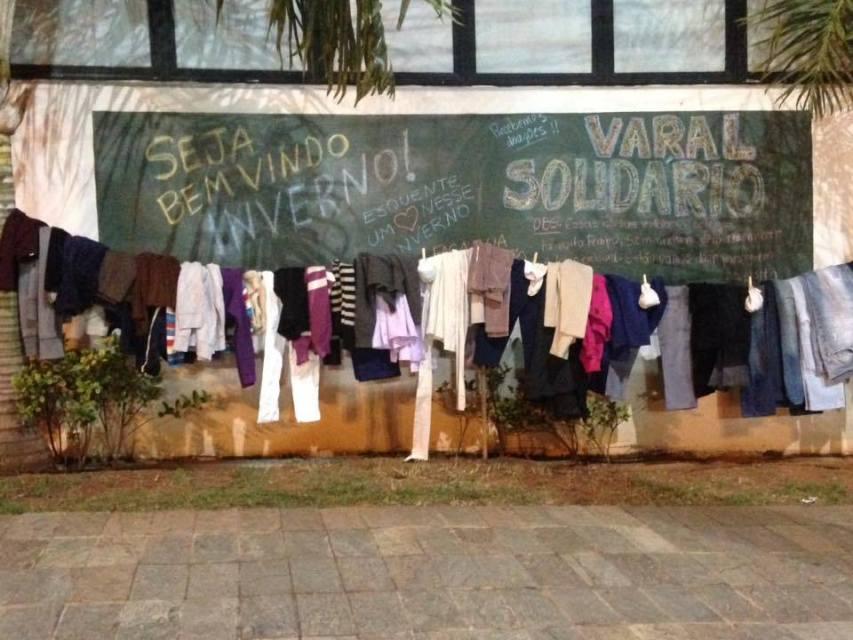 A campanha abasteceu o varal solidário em frente ao Colégio Alfa Beta que fica na Av. Comendador José da Silva Marta
