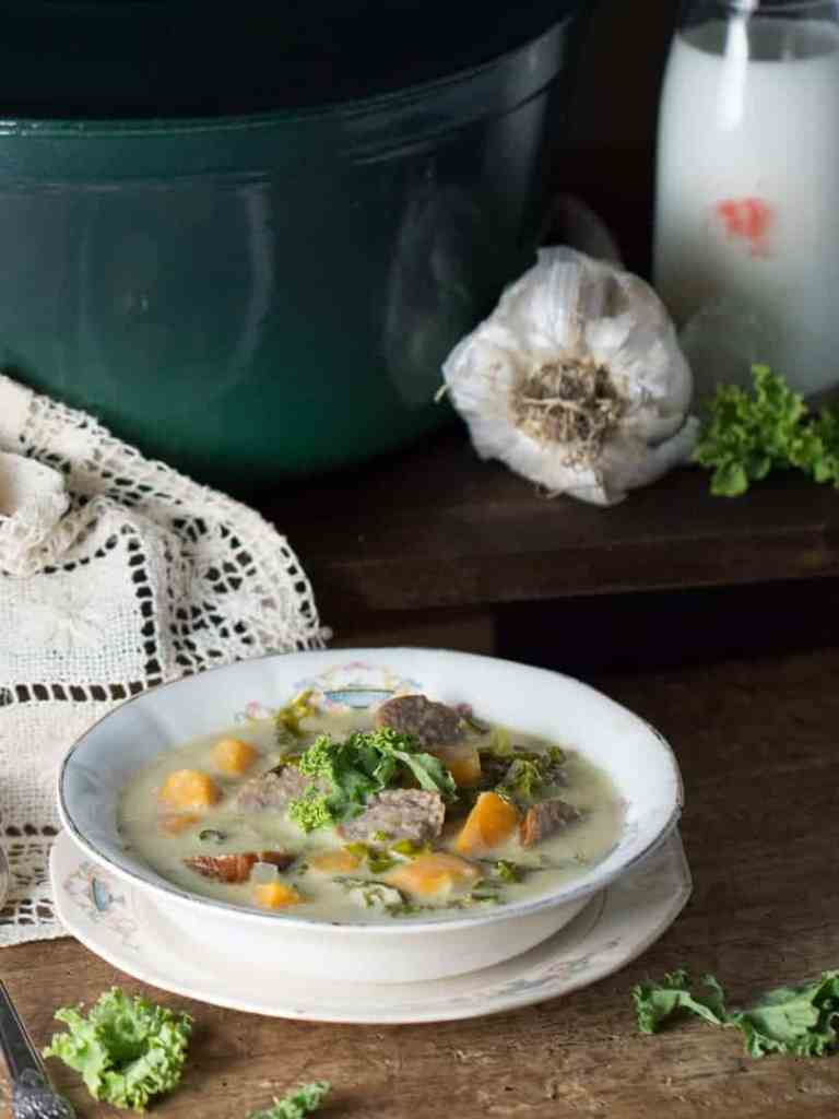 Loaded with creamy potatoes, Italian sausage, and kale this Easy Toscana Zuppa Soup is quick to make and will be a crowd pleaser for your whole family.