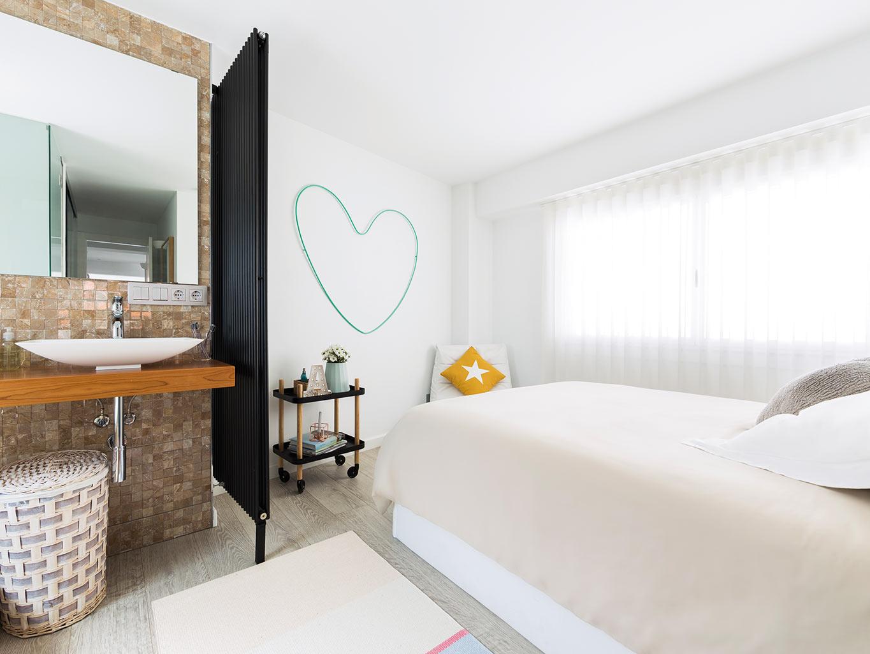 Slaapkamer Op Inloopkast : Slaapkamer met room divider en inloopkast