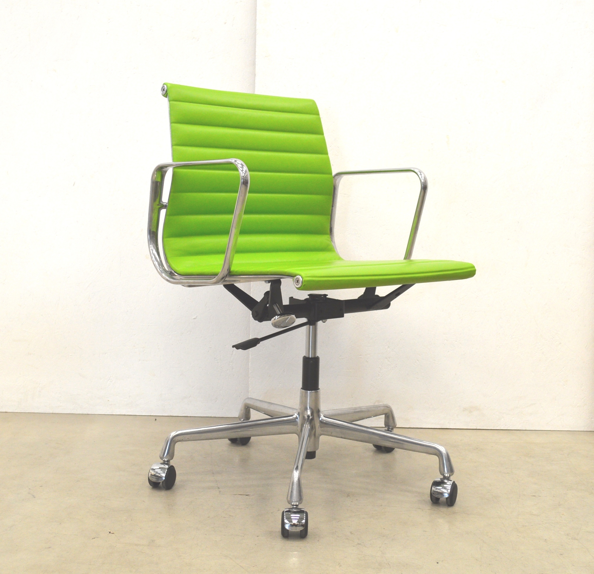 Bürostuhl Aachen Green Vitra Ea117 Alu Office Chair By Charles Eames Interior Aksel
